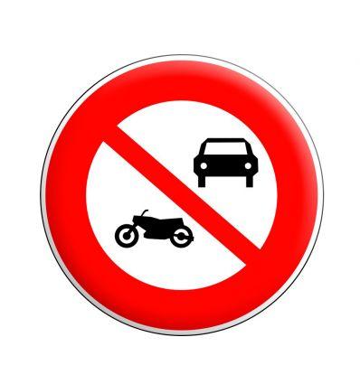 B7a - Panneau accès interdit aux véhicules à moteur à l'exception des cyclomoteurs