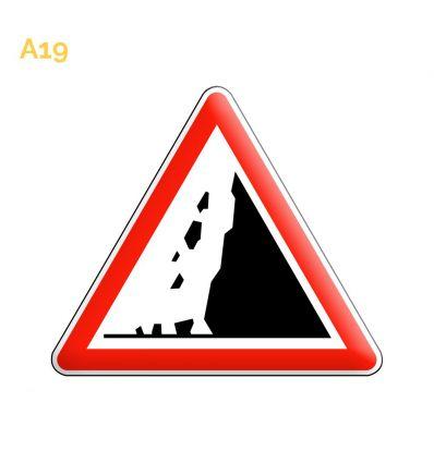 A19 - Panneau risque de chute de pierres ou de présence sur la route de pierres tombées Mysignalisation.com