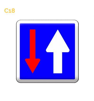 C18 panneau d'indication de priorité par rapport à la circulation venant en sens inverse. MySignalisation.com