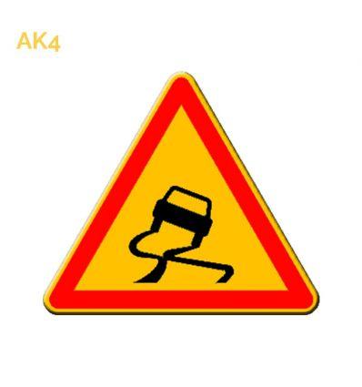 AK4 - panneau routier temporaire chaussée glissante